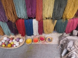 Peruvian llama yarns with natural dyes